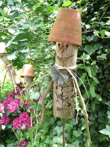 Поделки из дерева для огорода своими руками